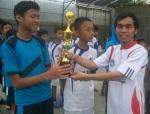 Sang Kapten DTW Miftahurrahman menerima trofi sebagai Juara LKS '12