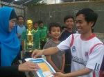 Coach dari DTW Al Ihsaniyah menerima penghargaan sebagai peringkat 3 LKS '12