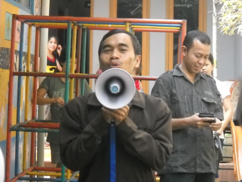 Pa Lurah Kampoeng Santri memberikan prakata pada seremonial pembukaan Paksi VIII