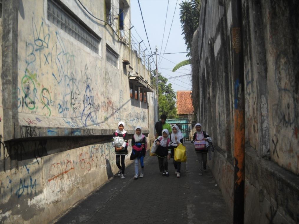 Kelompok yang satu ini tenang dalam perjalanan menuju tempat pemberangkatan