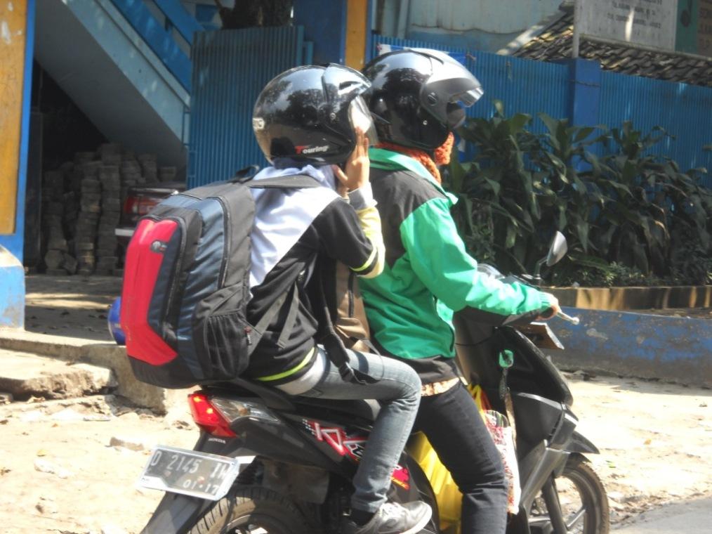 Naik motor aja ahh, biar 'aman' di jalan B-)