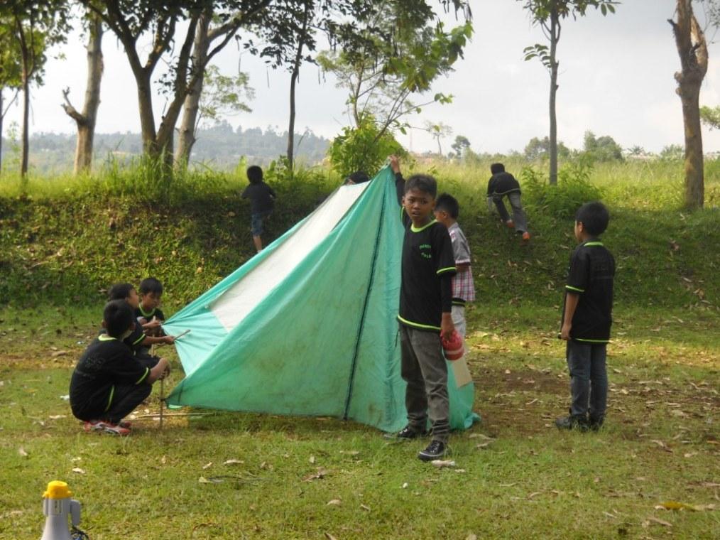 Pendirian tenda 1 oleh kelompok Ikhwan DTA