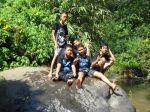Hiking_Di atas batu