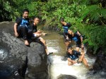 Hiking_Pose di Sungai